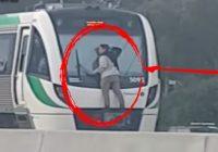 चलती  ट्रेन पर झूल गया लड़का उसके बाद जो हुआ जानकर उड़ जायेंगे आपके होश…देखें वीडियो