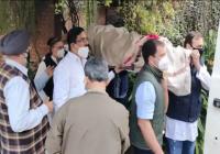 राजीव गांधी के दोस्त कैप्टन सतीश शर्मा के पार्थिव शरीर को राहुल गांधी ने दिया कंधा